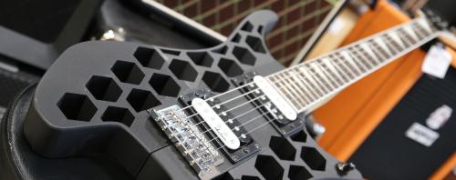 FormaX и рок-н-ролл: 3D-печатная гитара из угленаполненного композита от REC и PICASO